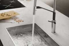 nobili-rubinetteria-cucina-heron-ambientazione-nella-finitura-inox-e-velvet-black-2