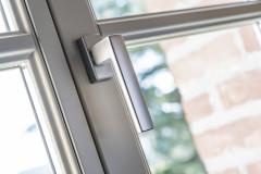 navello-finestra-legno-seta-2-0-castello-di-carru-mdash-int-17-maniglia-toulon