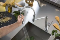 nobili-rubinetterie-miscelatore-cucina-levante-particolare-della-bocca-di-erogazione-design-m-venzano-29564